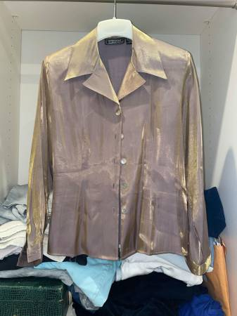 Photo Blouse with shoulder pads - $10 (Manistee)