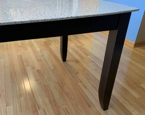 Photo Maple  Corian Top Dining Table with Leaf - $500 (Traverse City)