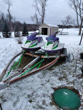 Photo Pair of jet skis with trailer VERY NEGOTIABLE - $750 (Cadillac)