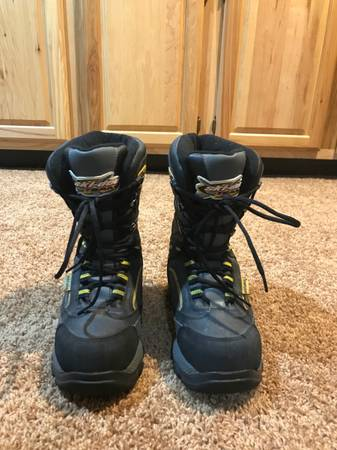 Photo Ski Doo Snowmobile Boots Mens size 6 or Womens size 7 - $40 (Traverse city)