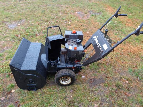 Photo Toro ST724 7HP 24quot Electric Start Snowblower (Delivery) - $280 (Interlochen)