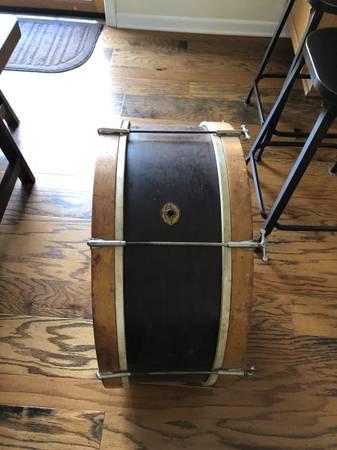 Photo Vintage Slingerland Bass Drum - $325