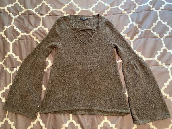 Photo Womens Size XS American Eagle Sweater - $10 (Traverse City)