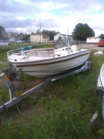 Photo 1984 center console mild project boat runs great and cheap - $875 (Chesapeake)