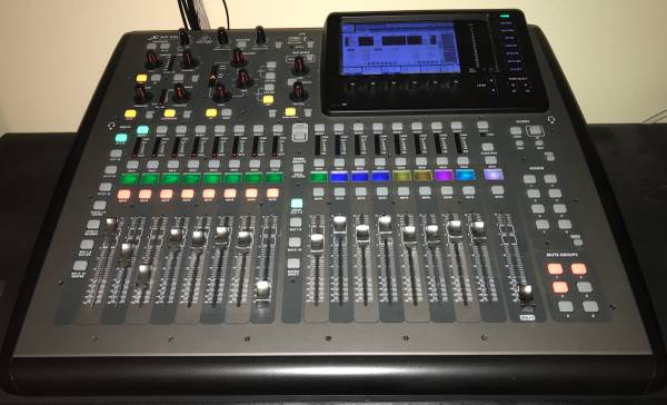 Photo Behringer X-32 Compact, 40-Input, 25-Bus Mixer With Decksaver Cover (Virginia Beach)