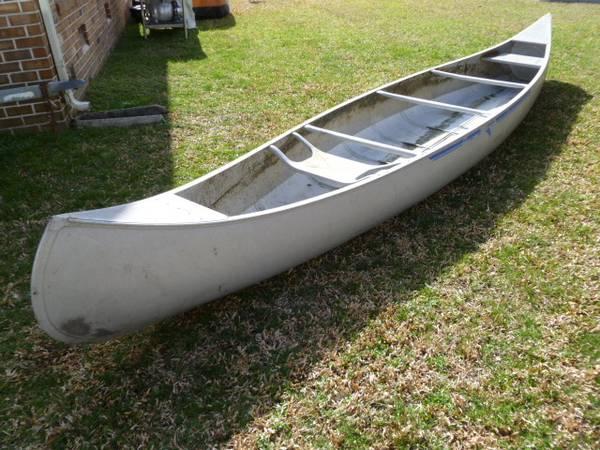 Photo Canoe by Grumman 1739 aluminum excellent condition ready to go today - $500 (VIRGINIA BEACH)