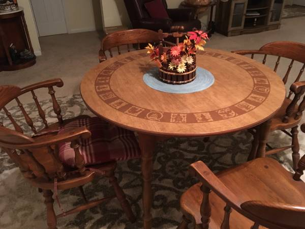 Photo Ethan Allen dining table and chairs - $200 (VIRGINIA BEACH)