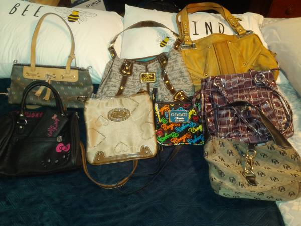 Photo Gucci, XOXO, Dooney and Bourke Purses - $200 (Yorktown)
