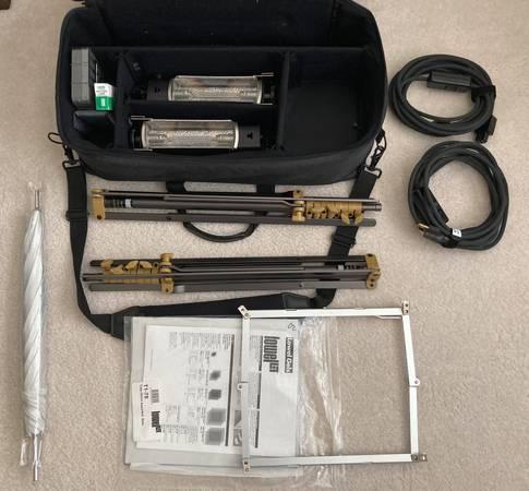 Photo Lowel Tota Light Kit - $50 (Williamsburg)
