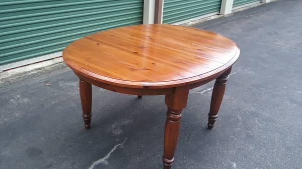 Photo Pottery Barn Solid Pine Dining Room Table with Farmhouse Legs - $65 (Virginia Beach)