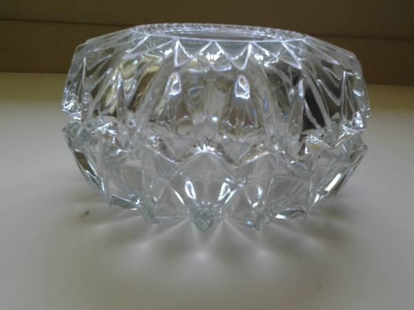 Photo REDUCED  2 heavy glass dishes that fit together to make a box - $3 (Newport News)