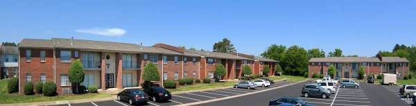 Photo Separate den or office in select apartments, Dog park, On-site parking (99 Tide Mill Lane, Hton, VA)