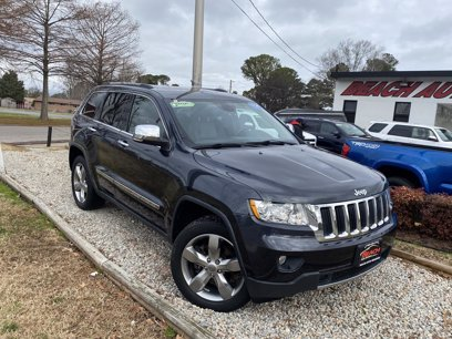 Photo Used 2013 Jeep Grand Cherokee 4WD Limited w Luxury Group II for sale