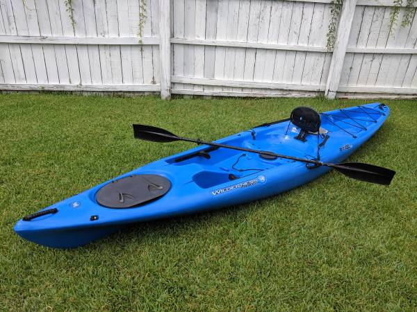Photo Wilderness Systems Ride 135 Kayak with Paddle - $450 (Norfolk)