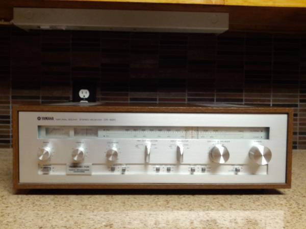 Photo YAMAHA CR-620 Natural Sound Stereo Receiver (35wpc) - $225 (Yorktown)