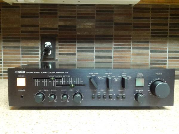 Photo YAMAHA Model C-6 Control AmplifierPreAmplifier - $350 (Yorktown)