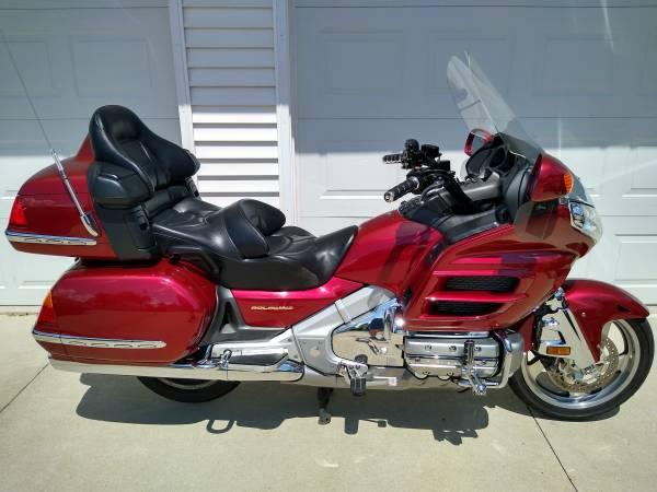 Photo 2001 Honda goldwing 1800 low miles - $5,800 (Oshkosh)
