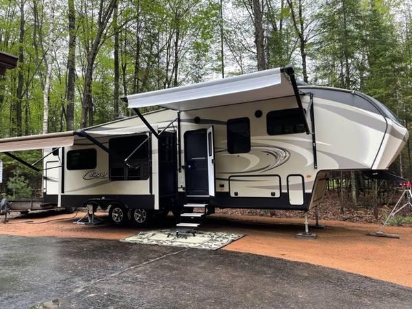 Photo 2017 Keystone 5th wheel bunkhouse - $45,000 (Northern WI)