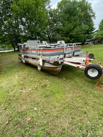 Photo Bass Buggy Pontoon and ShoreLand39r39Trailer - $4,000 (STONE LAKEHAYWARD AREA)