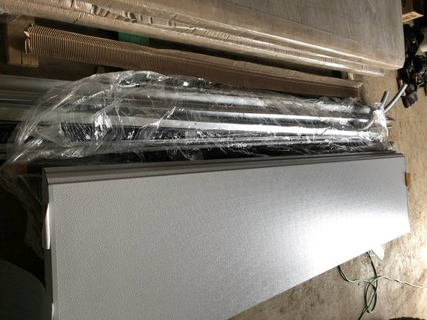 Photo Garage Door Insulated 10x10 (White) $1100 (Antigo)