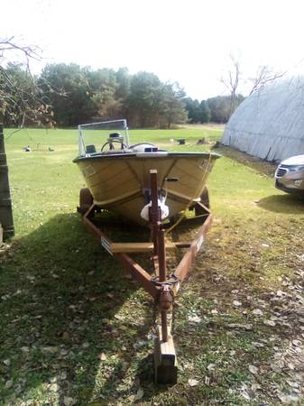 Photo Heavy duty trailer with boat - $750 (Phillips)