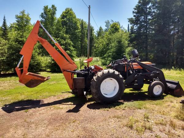 Photo Industrial D17 Tractor with Loader and Backhoe - $12,500 (Brantwood)