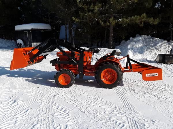 Photo Kubota B7100 Tractor 4x4 16hp Diesel - $7800 (Hazelhurst)