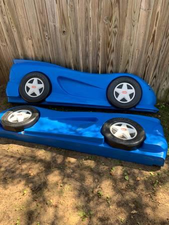Photo Little tikes Race car bed frame (Stevens point)