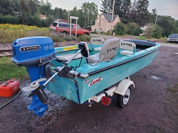 Photo Lund 315 fiberglass guide boat motor trailer - $500 (Ishpeming, MI)