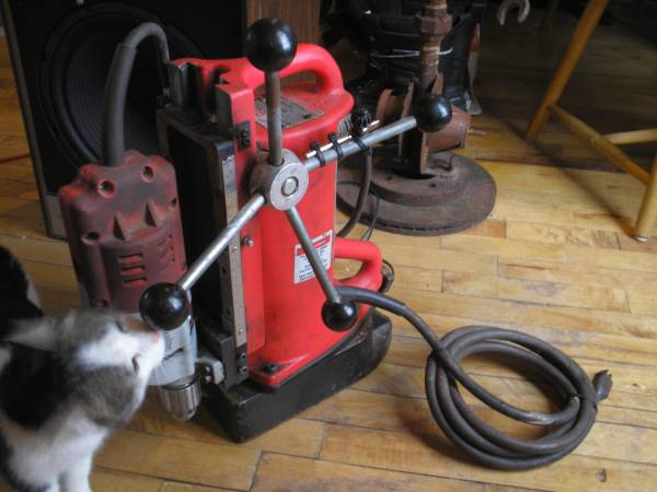 Photo Milwaukee magnet drill press - $650 (iron belt)