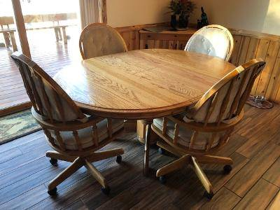 Photo Oak dining Table with chairs - $600 (Eagle River)