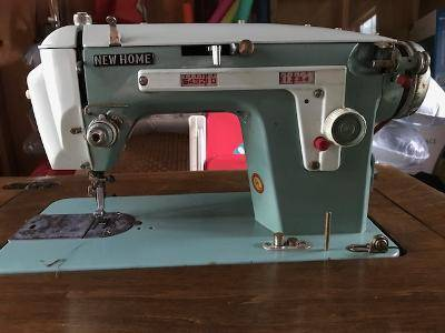 Photo Old New Home model 532 sewing machine - $50 (WILD ROSE)