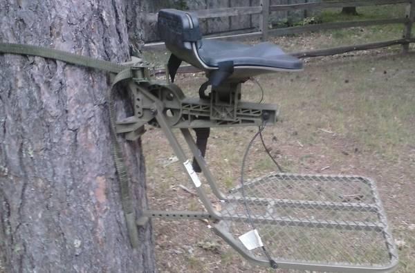 Photo SWIVELIMB TREE STAND - $60 (TOMAHAWK)
