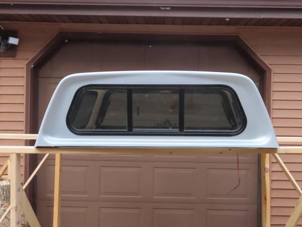 Photo Toyota Tacoma Topper - $475 (Mosinee)