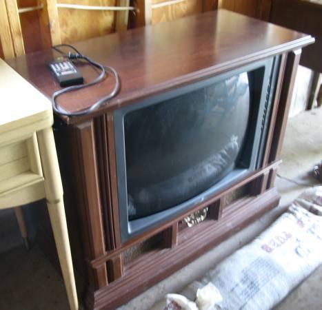 Photo Vintage Zenith Console TV - $30 (Phillips)