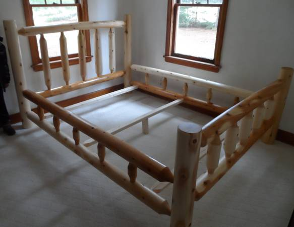 Photo new cedar log furniture king bed clear coated for sale - $475 (Crivitz)