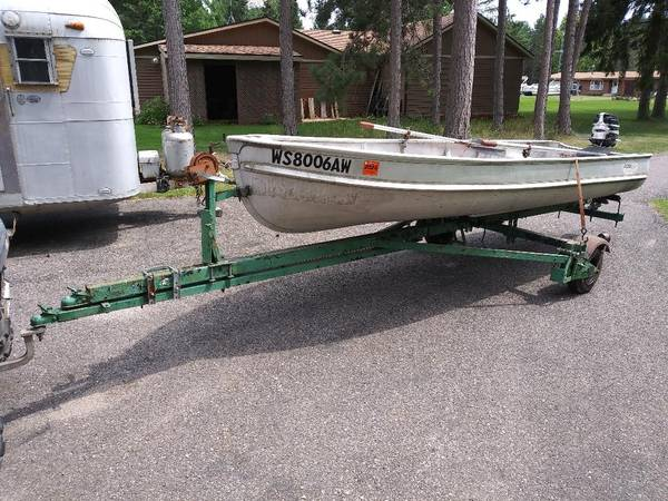 Photo vintage 14 foot alumacraft boat, motor and trailer - $425 (elcho)