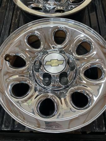 Photo 17 6 Lug Chevy Silverado Wheels With Lug Nuts - $125
