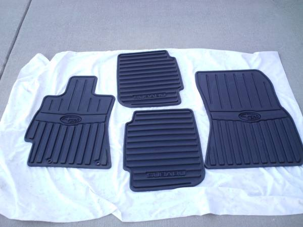 Photo 2010-14 Subaru Floor Mats  Cargo Net - $25 (West Point)