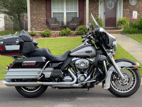 Photo 2010 Harley Davidson Electra Glide Ultra Classic - $8,999 (Hillcrest)