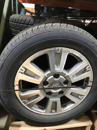 Photo 2020 2019 tundra 20 IN wheels and at tires alloy nto - $1,450 (BOONEVILLE MS)