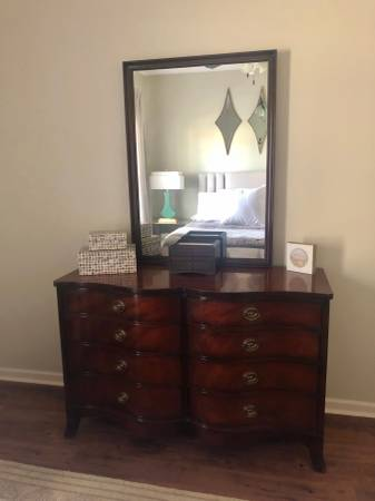 Photo Antique bow front dresser with mirror - $350 (Oxford)