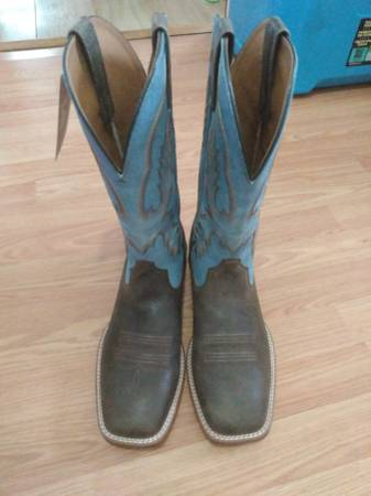 Photo Ariat boots size 10 EE wide - $90 (Florence)