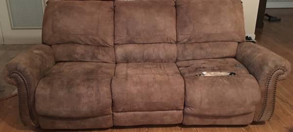Photo Ashley Furniture Sofa - $300 (Olive Branch)
