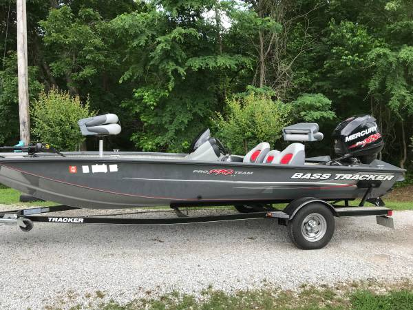 Photo Bass Tracker Pro Team190 TX - $18000 (Blue Springs)