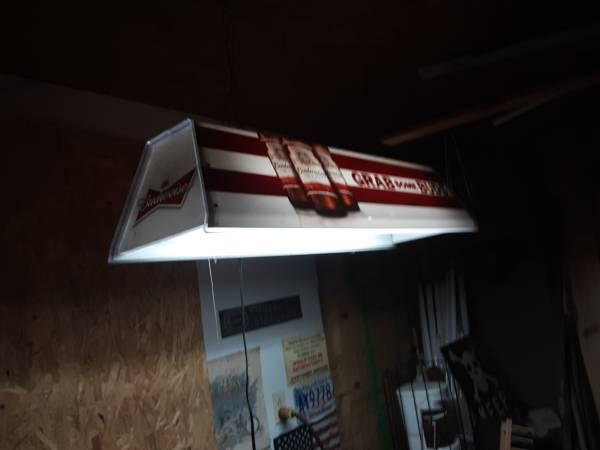 Photo Budweiser pool table rectangular hanging light - $317 (Columbus)