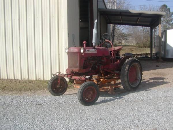 Photo Farmall Cub Tractor - $1,500 (Caledonia, Ms.)