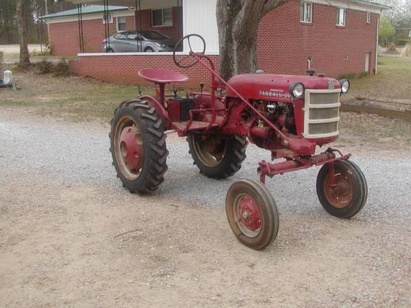Photo Farmall Cub Tractor - $2,950 (Caledonia, Ms.)