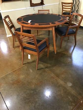 Photo Flip top poker and dining table with chairs - $650 (Collierville)