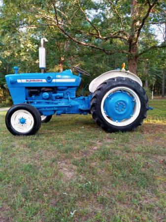 Photo For Sale Ford 2000 Tractor - $5,500 (Iuka)